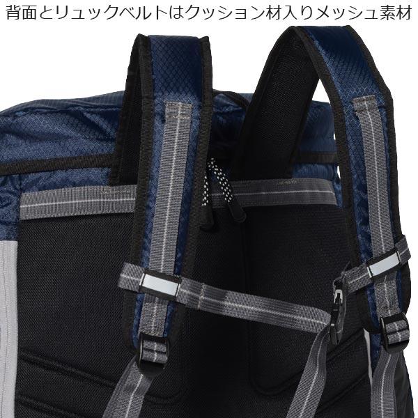 背面とリュックベルトにクッション材入りメッシュ素材を使用